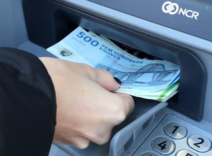 Sæt penge ind på din konta via automaten